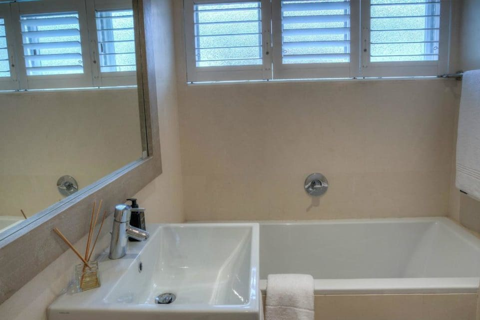 Barbados - Bathroom to third bedroom