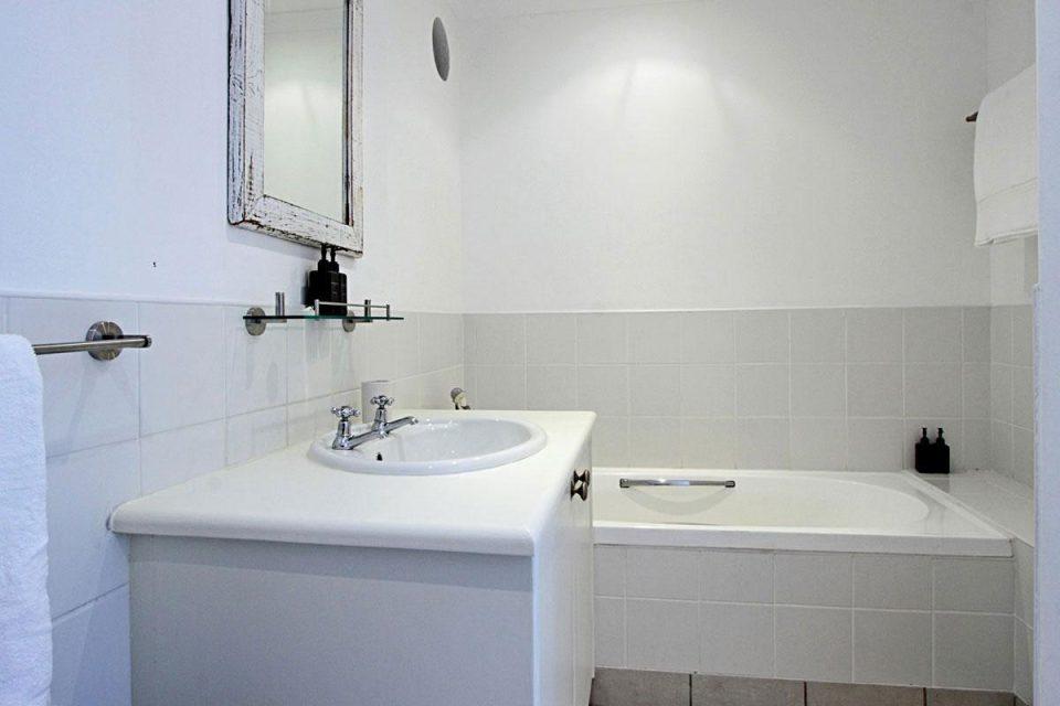 Bungalow on 4th -  Bath & hand basin