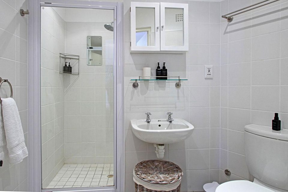 Bungalow on 4th - Bathroom