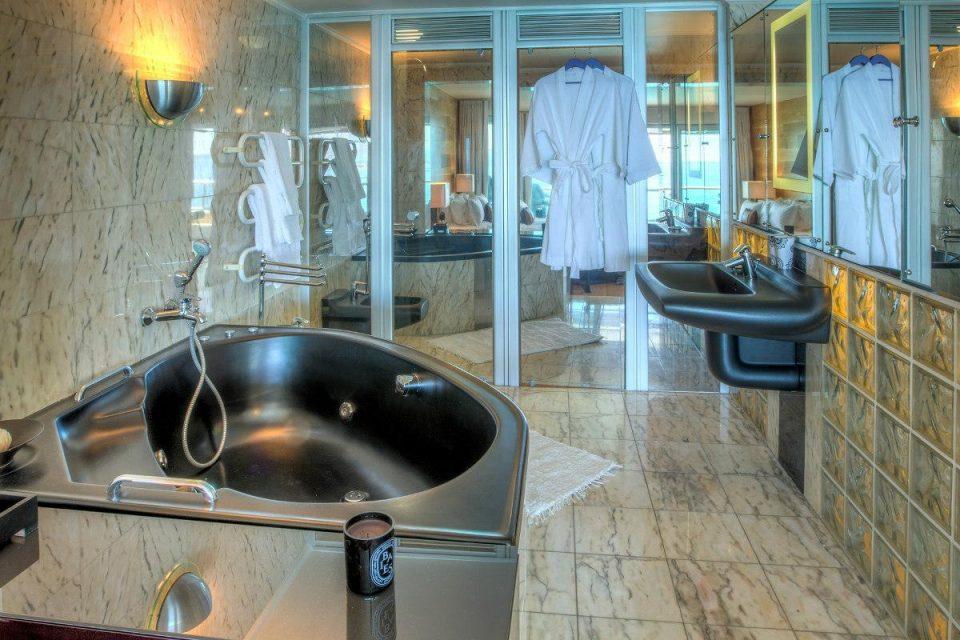 Clifton Rocks - En-suite to master bedroom