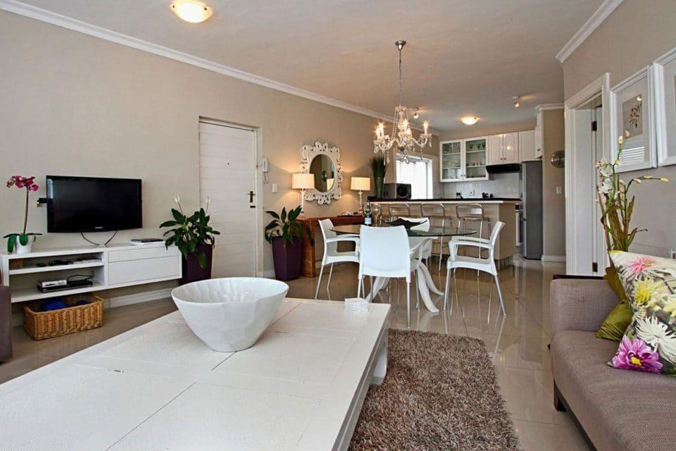 La Fleur - Living & dining area