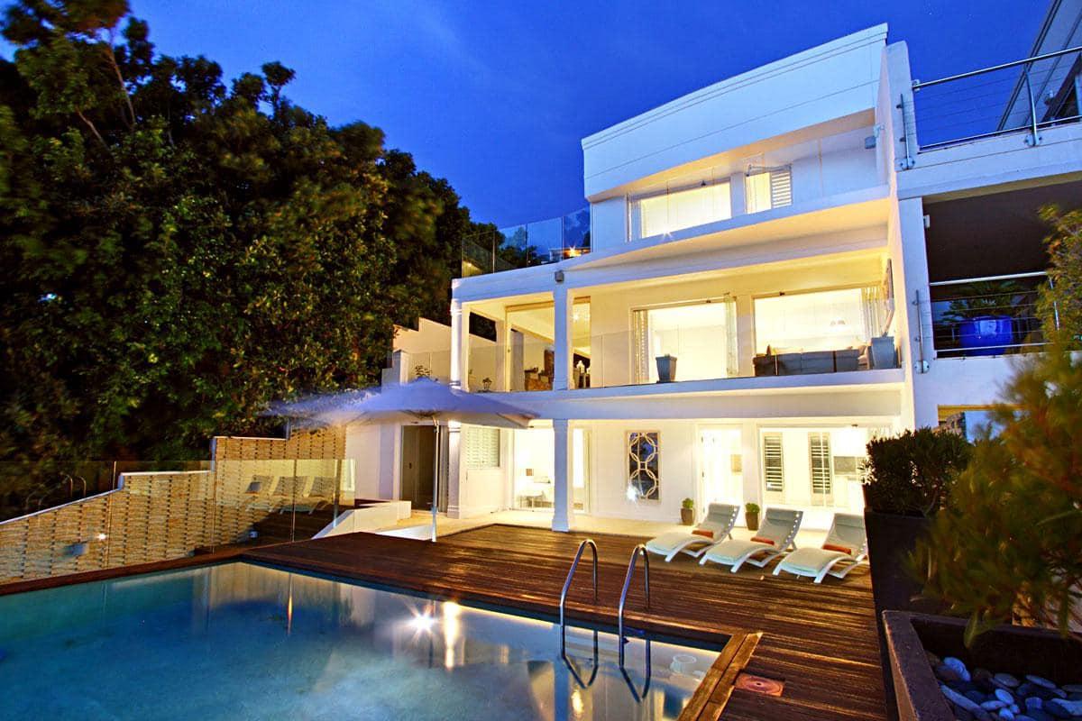 Medburn alcove holiday rental in camps bay for Design hotel nox