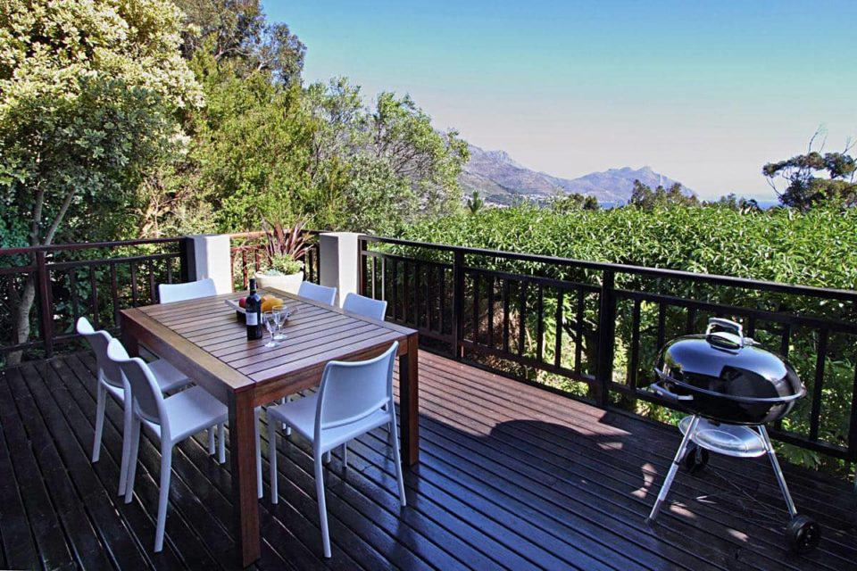 Mountain Lodge - Outdoor dining & BBQ
