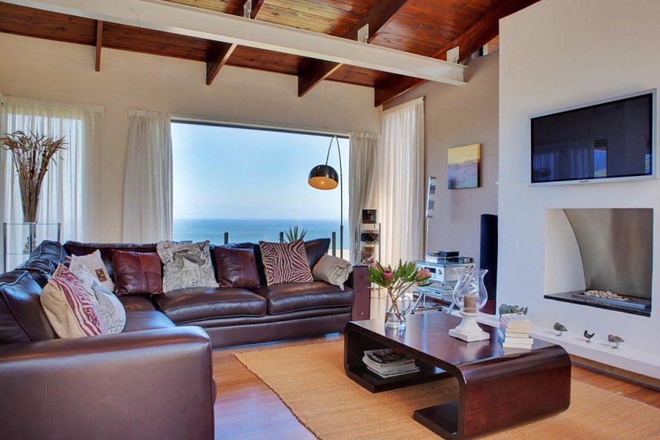 Oudekraal Lodge - Living area & fire place