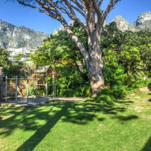 Roc Manor - Garden