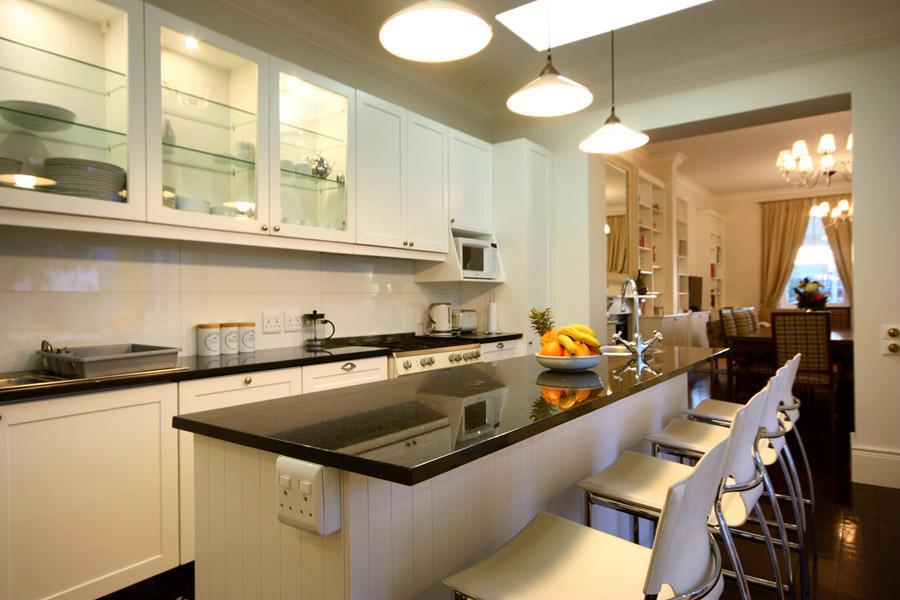 Six Selbourne - Kitchen & Dining area
