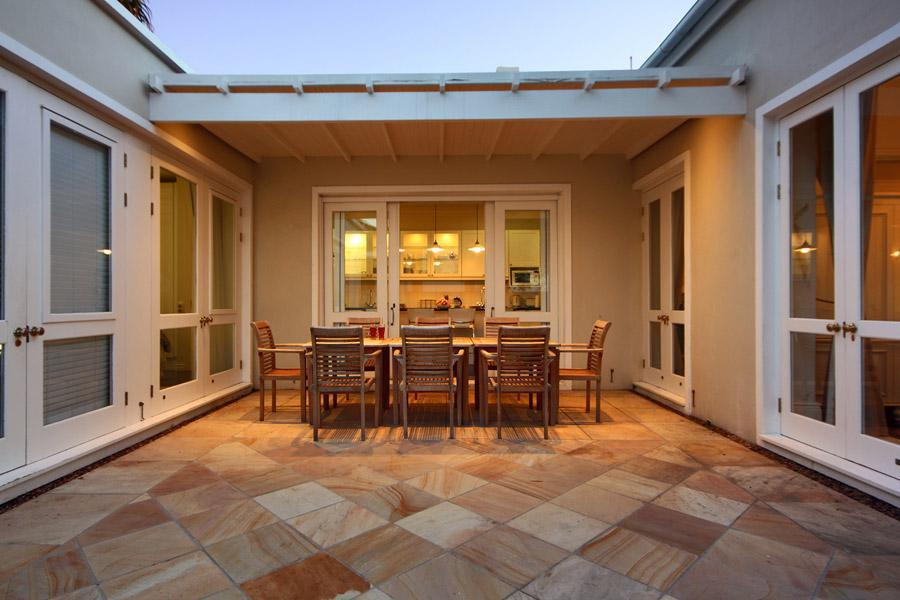 Six Selbourne - Outdoor Courtyard