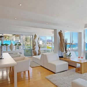 The Heron - Living area & ocean view