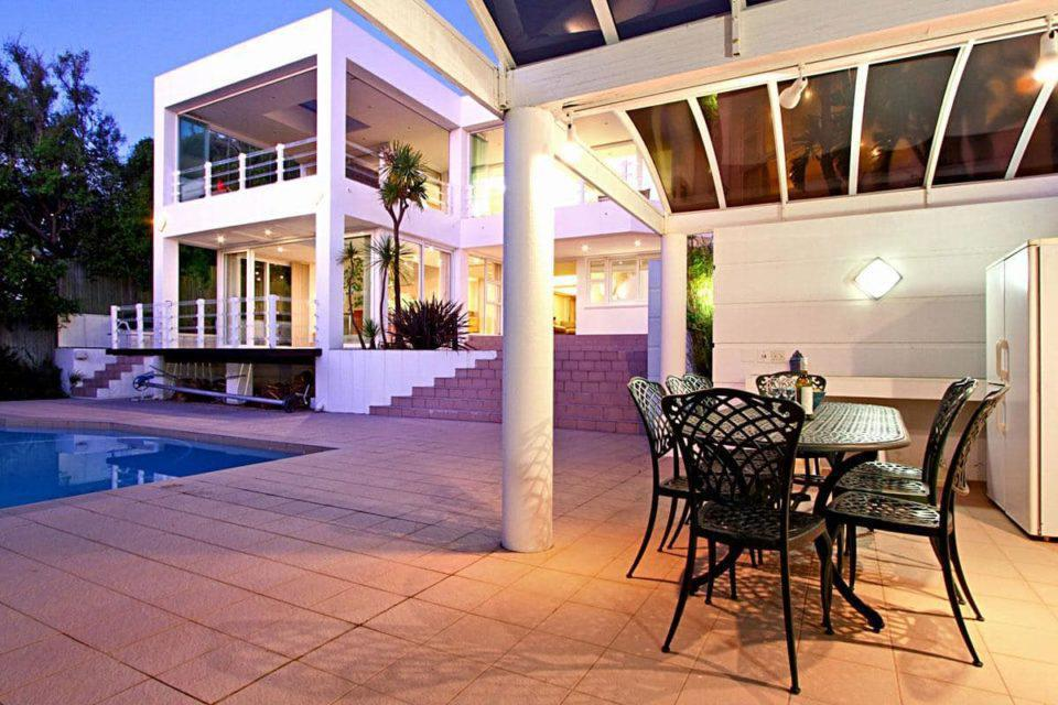 The Meadows - Outdoor dining & pool