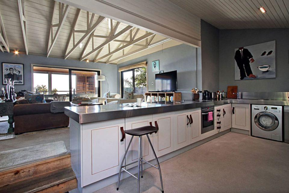 17 Geneva Upper - Kitchen & living area