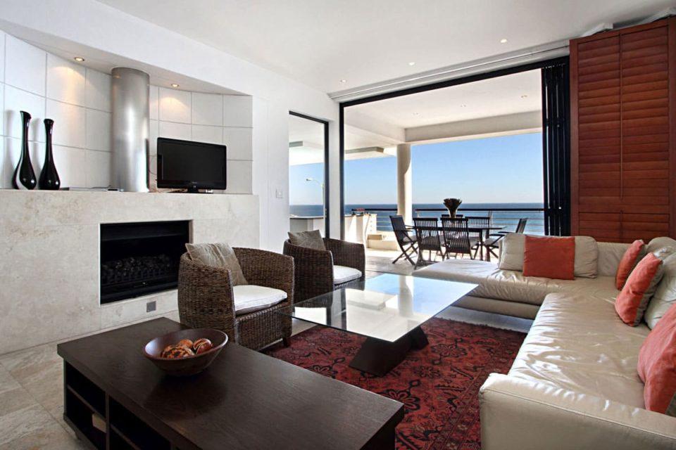 Bali Luxury Suite E - Living area & TV