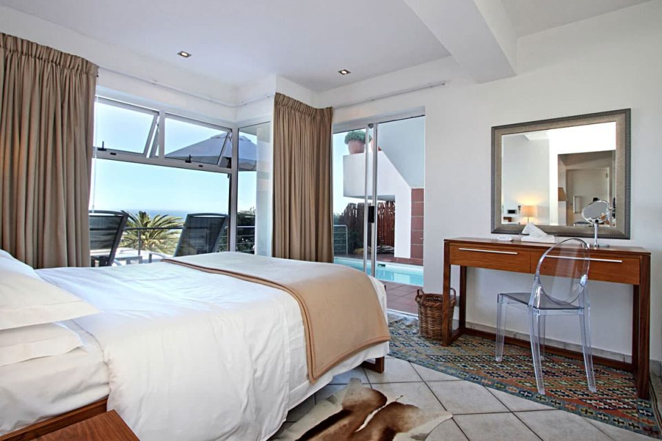 Camps Bay Terrace Suite - Master bedroom & view