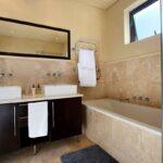 Medburn Views Penthouse - En-suite to master