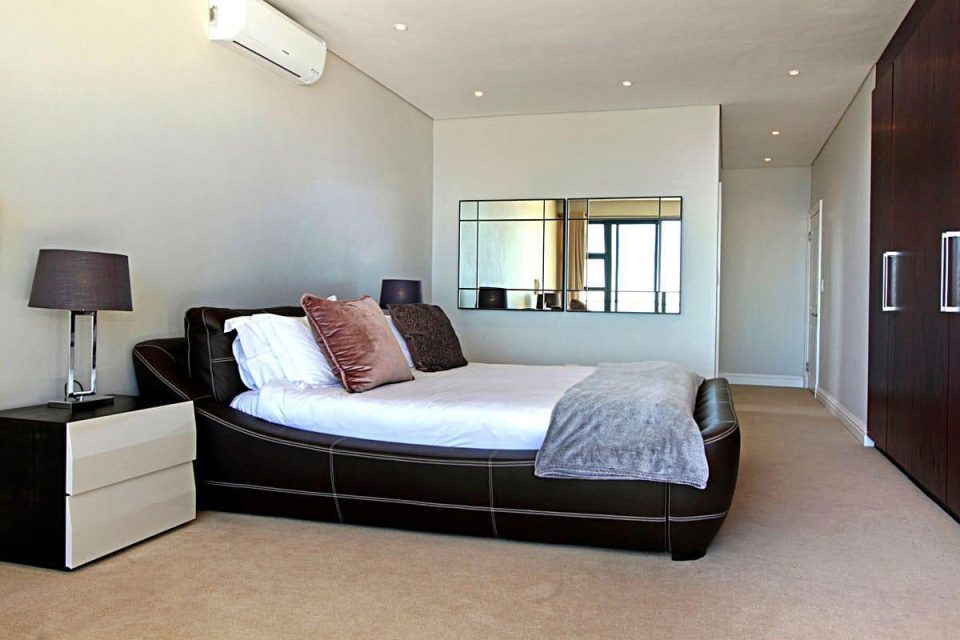 Medburn Views Penthouse - Master bedroom