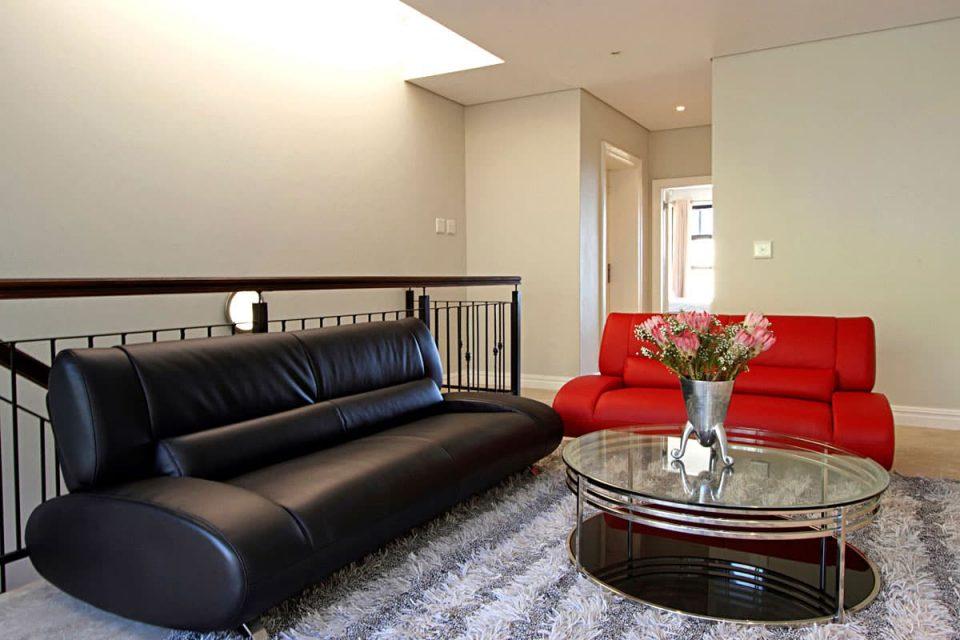 Medburn Views Penthouse - Living space