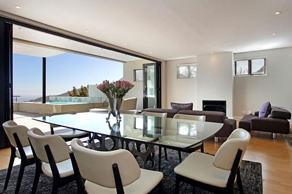 Medburn Views Penthouse - Dining area & Views