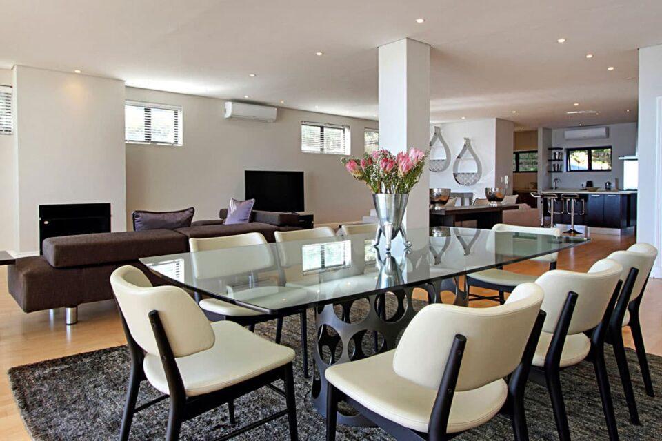 Medburn Views Penthouse - Dining & Living area