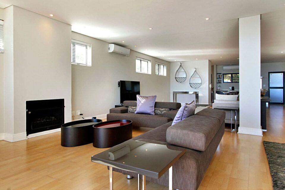 Medburn Views Penthouse - Living & TV area