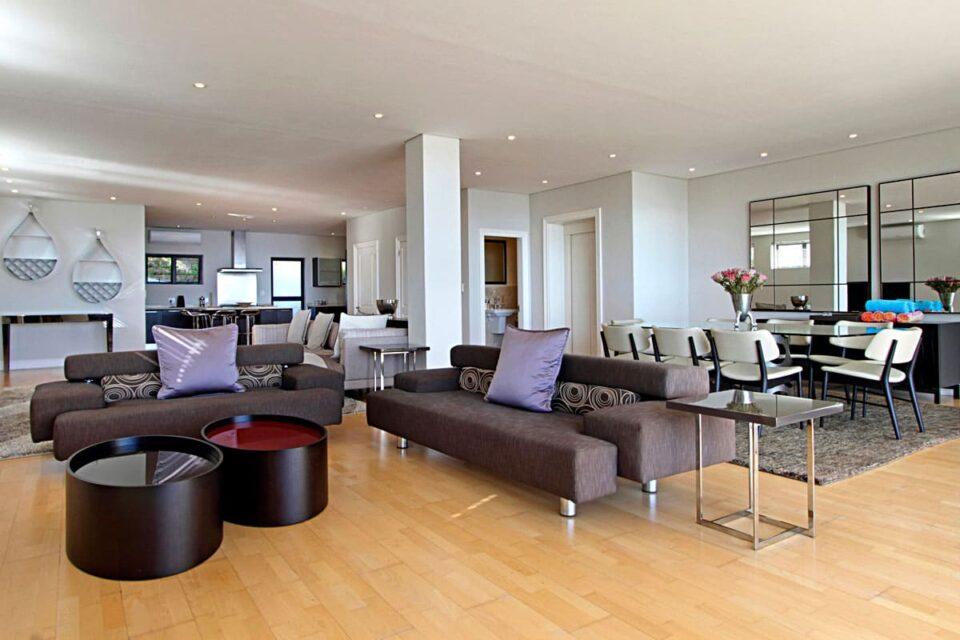 Medburn Views Penthouse - Living area
