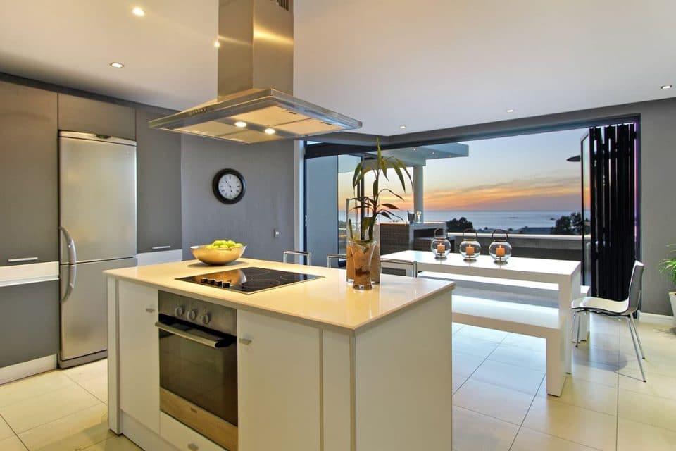 17 Geneva Drive - Kitchen with views