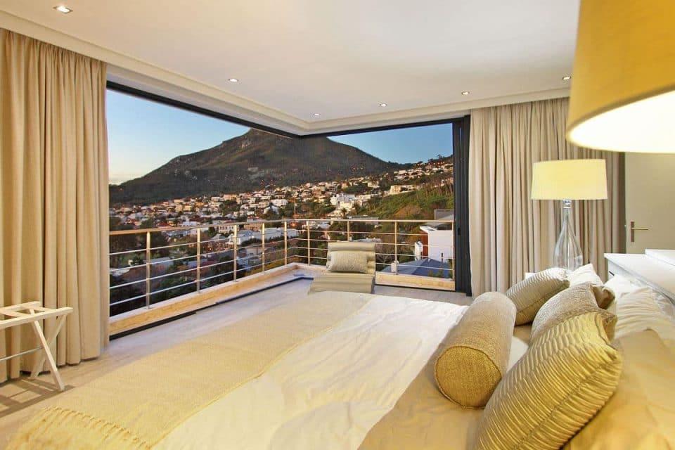17 Geneva Drive - Master bedroom & mountain views