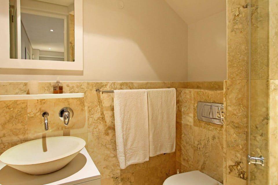 17 Geneva Drive -En-suite to master bedroom