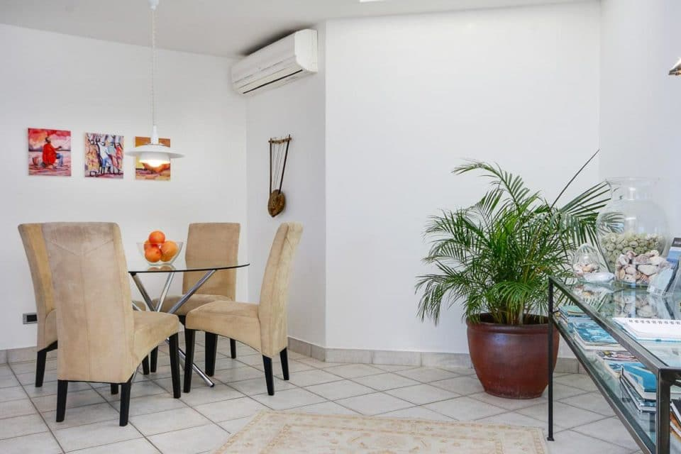 Camps Bay Terrace Penthouse - Dining area & Aircon