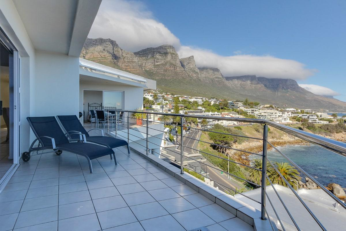Camps bay terrace penthouse holiday rental in camps bay for Terrace balcony