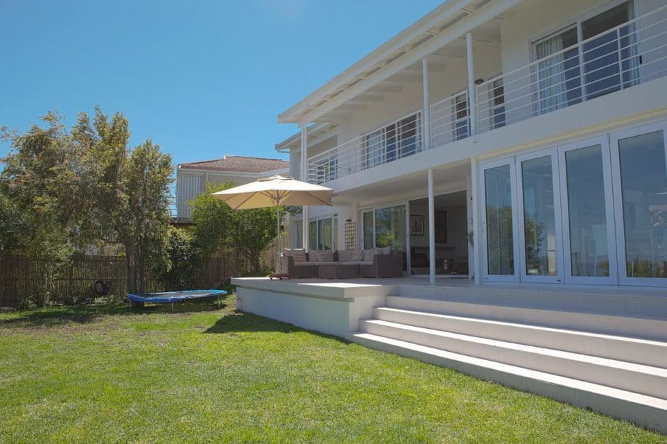 Le Blanc Villa - Exterior & Garden