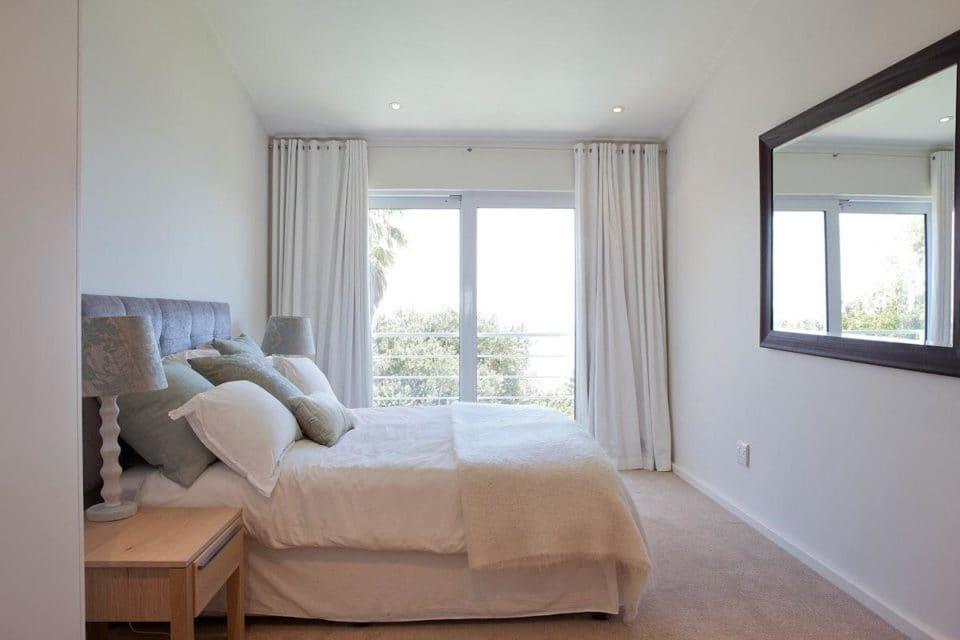 Le Blanc Villa - Master bedroom