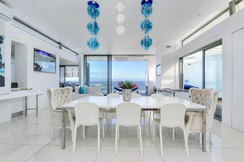 15 Views Penthouse - Dining area