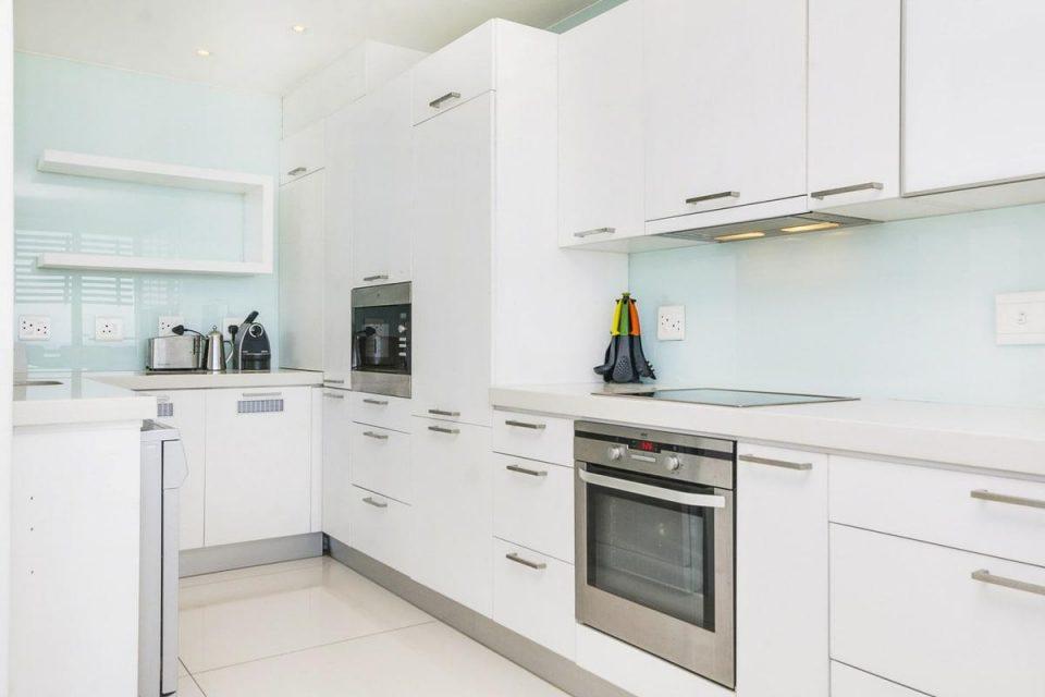 15 Views Penthouse - Kitchen