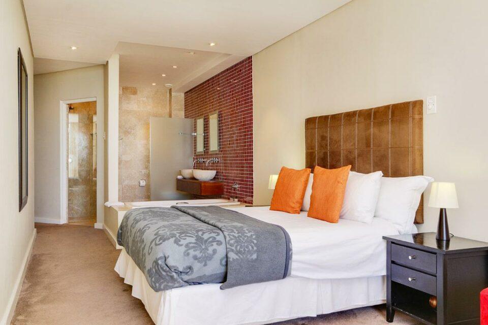 100 Geneva - Fourth bedroom