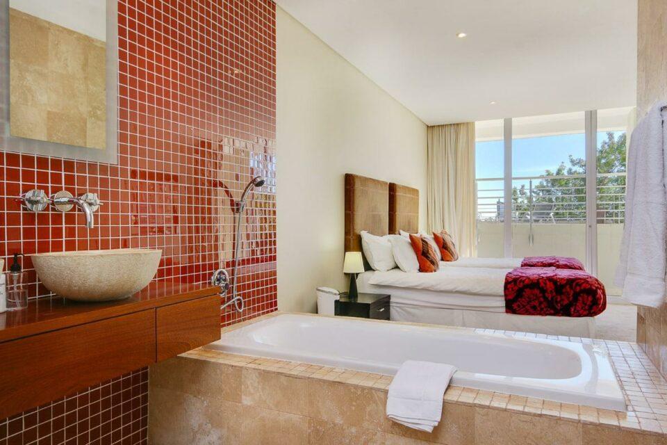100 Geneva - En-suite to fifth bedroom