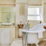 100 Geneva - En-suite to master bedroom