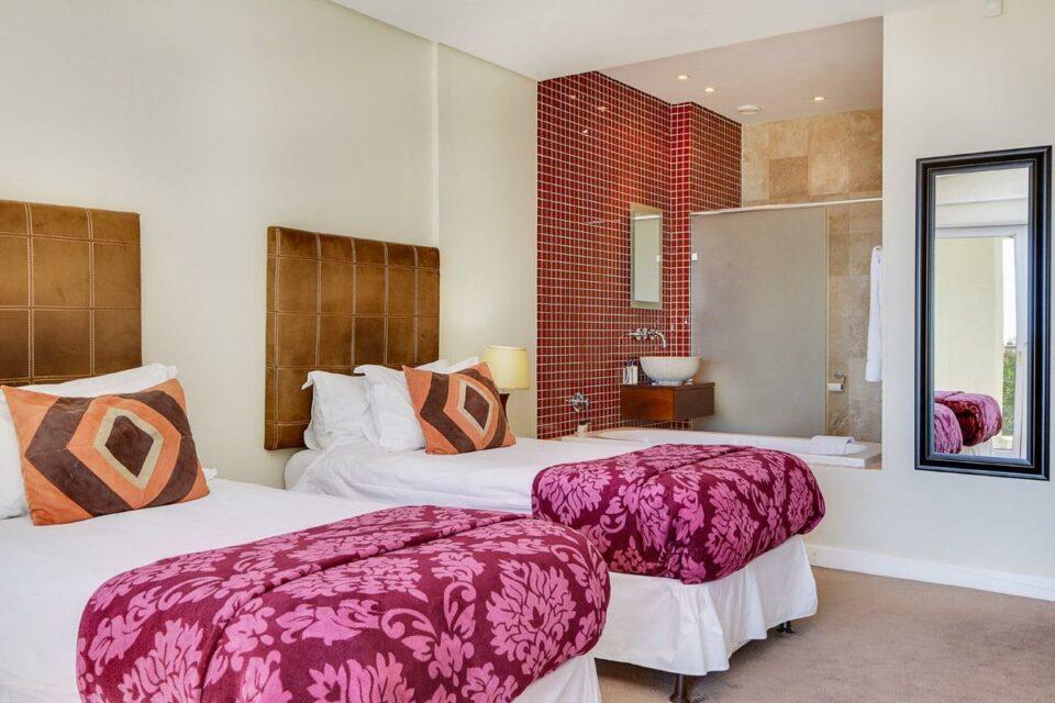 100 Geneva - Fifth bedroom
