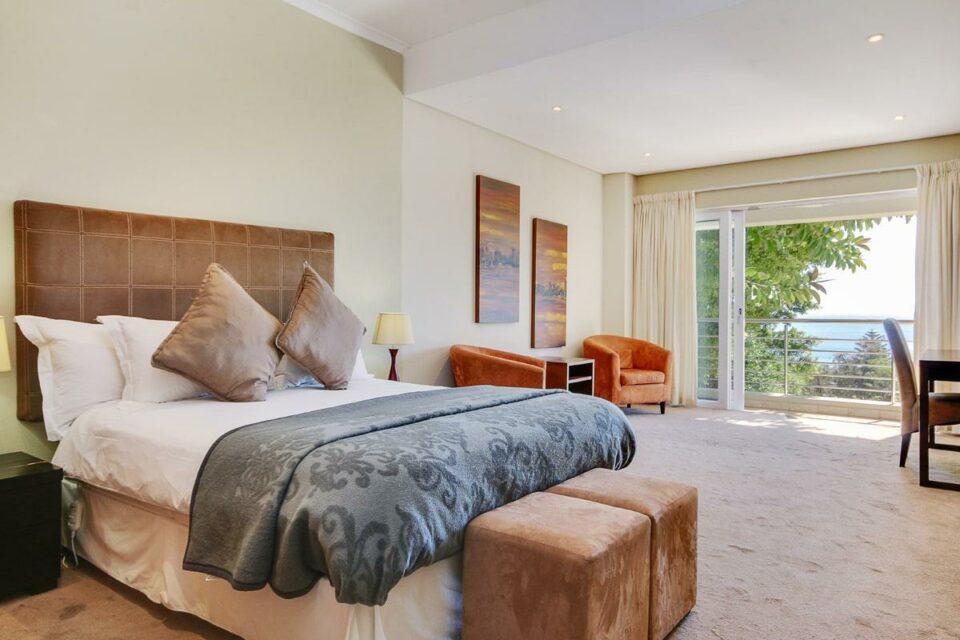 100 Geneva - Second bedroom