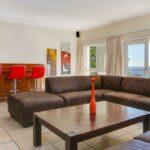 100 Geneva - Living & bar area