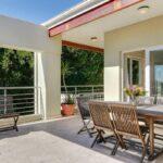 100 Geneva - Balcony with outdoor dining