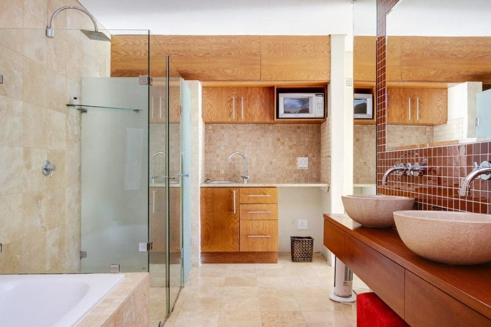 100 Geneva - En-suite to seventh bedroom