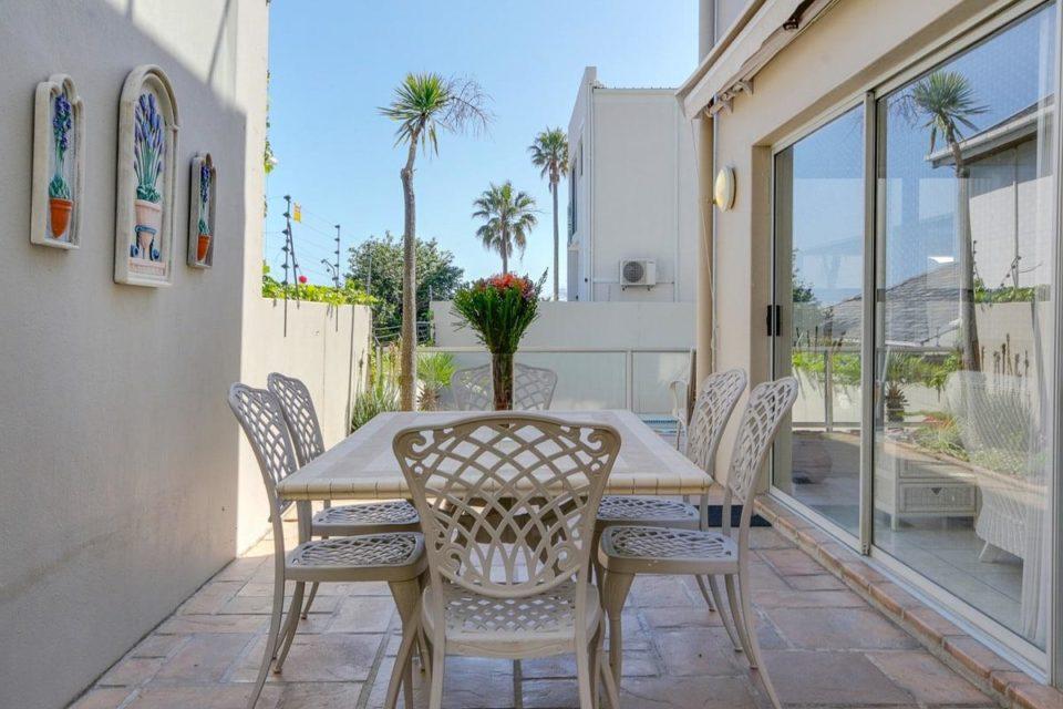 Iago - Courtyard to pool