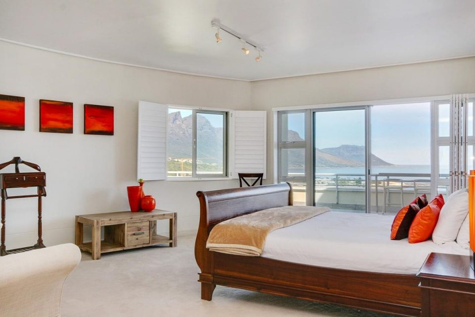 Penthouse on Clifton - Master bedroom