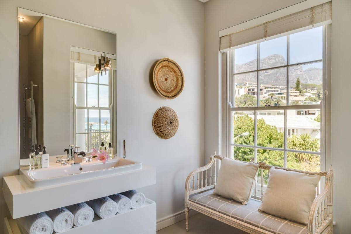 Sensational Cloud House Holiday Rental In Camps Bay Download Free Architecture Designs Scobabritishbridgeorg