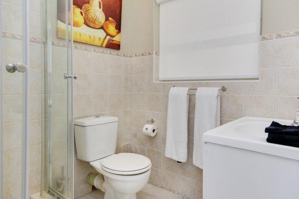 270 Degrees - Bathroom