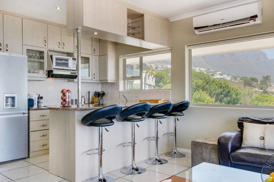 270 Degrees - Kitchen & view