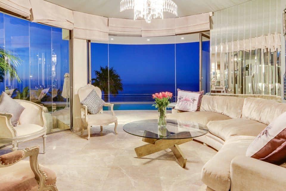 La Grande Vue - Formal lounge