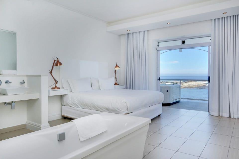 Nelson Villa - Master Bedroom & En-suite