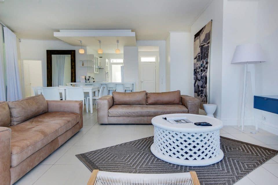 Nelson Villa - Living area