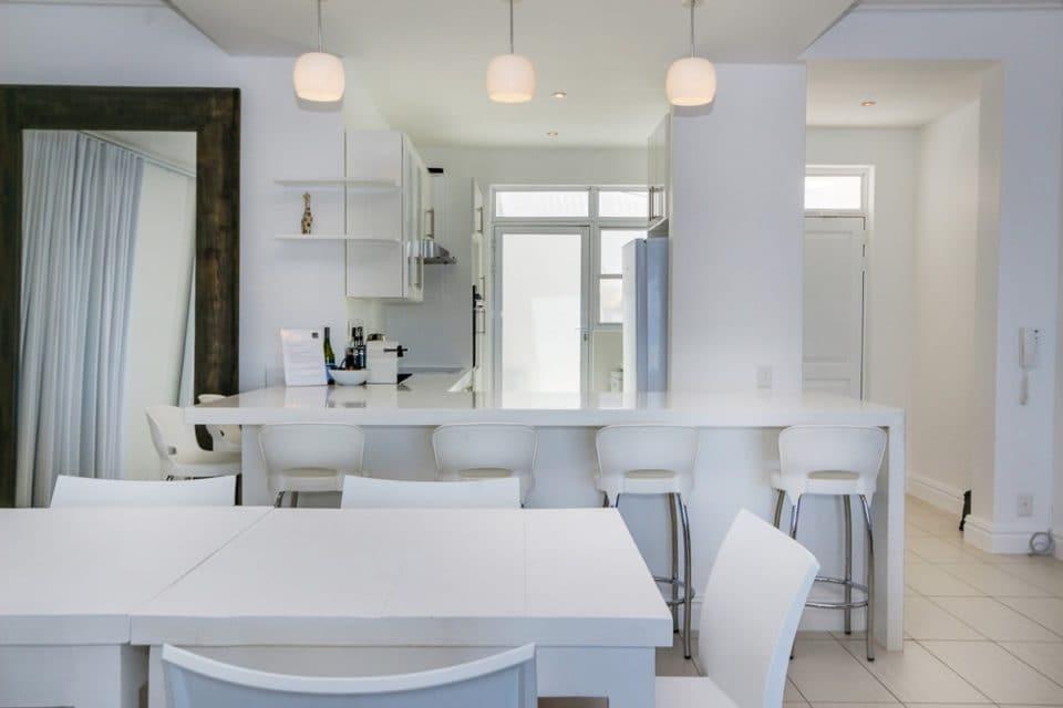 Nelson Villa - Dining & Kitchen area