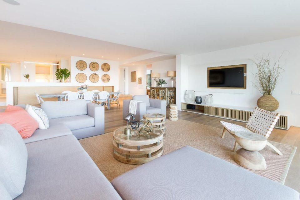 Onyx - Living area & TV